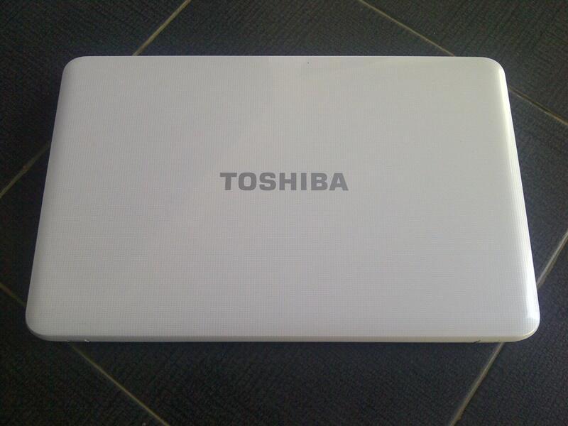 TOSHIBA SATELLITE C850-B705,like new pati kudus semarang