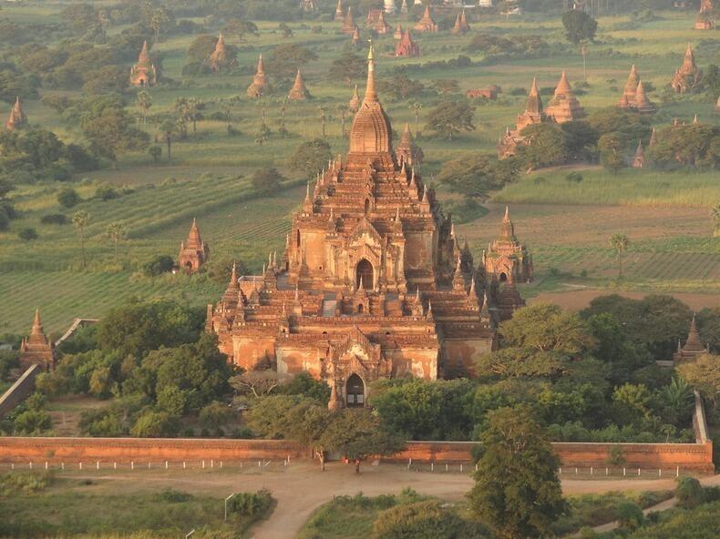 Menikmati Keindahan Ribuan Candi di Kota Kuno Bagan Myanmar
