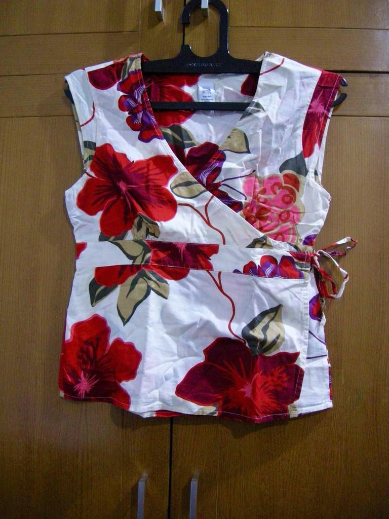 Preloved/ garage sale : baju kaos dress branded (next, zara, mango, trf, dll) murah.