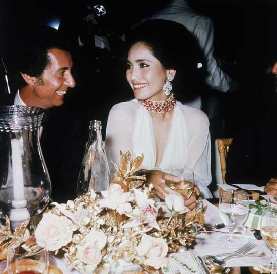 mengintip mulusnya istri presiden pertama di indonesia