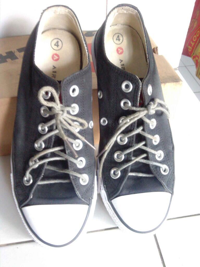 Terjual Sepatu Wanita Nevada 911e843310