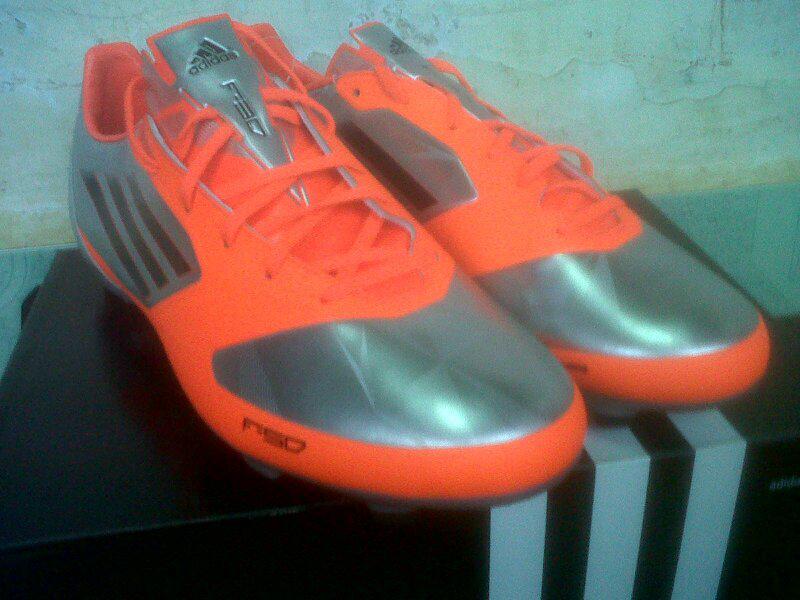 Sepatu Bola F30 trx fg original size 44 2/3 (bogor)