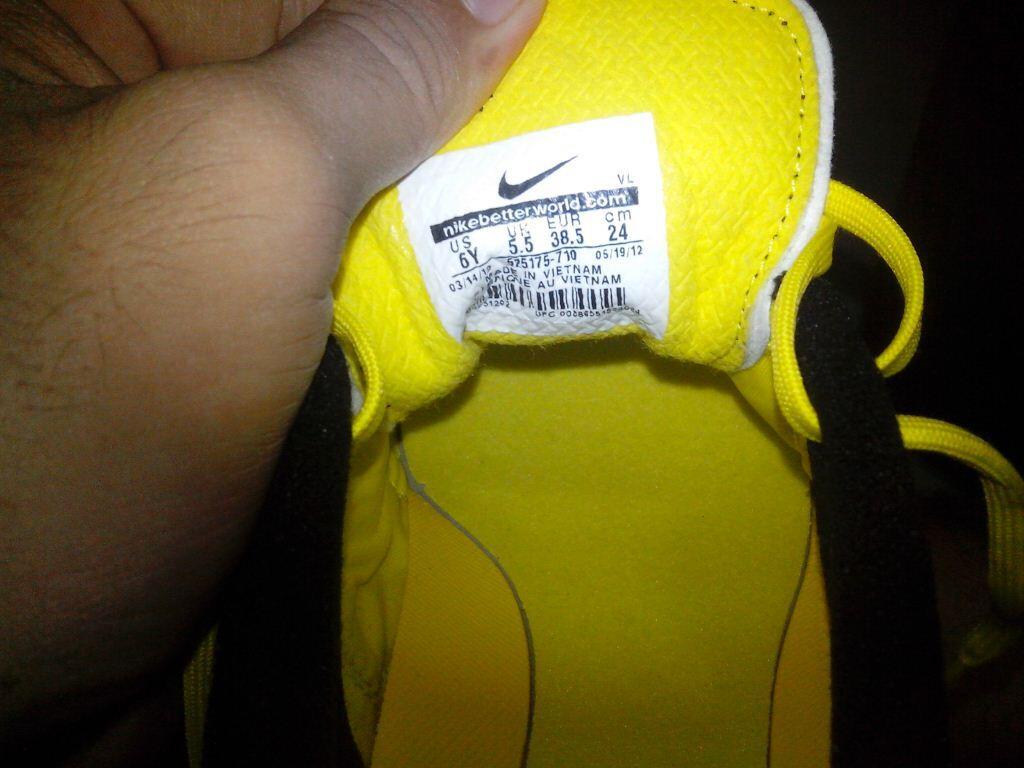 Sepatu Futsal Nike CTR 360 Libretto III size 38,5