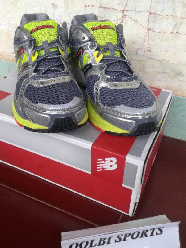 Sepatu Running New Balance 860V3 Original size 43 (bogor)