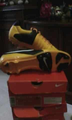 Sepatu futsal dan bola original