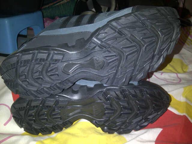 Sepatu Outdoor Adidas AX1 Lea. Cocok buat treking dan adventure. Cekibrot gan !!!