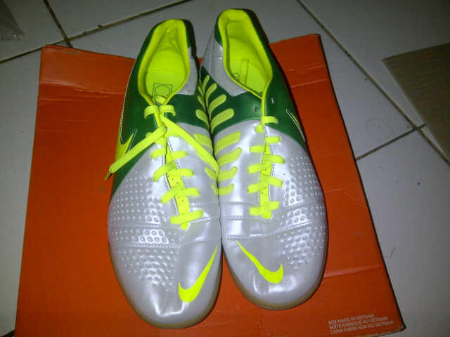 Sepatu Futsal Nike CTR 360 Libretto III size 42,5