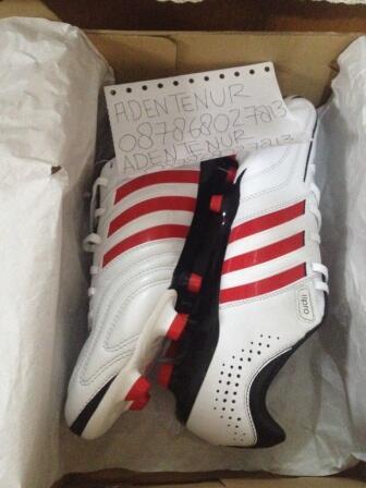 Sepatu Bola Adidas Adipure size 44 . BNIB , Murah Saja , Masuk Dulu Gan :)
