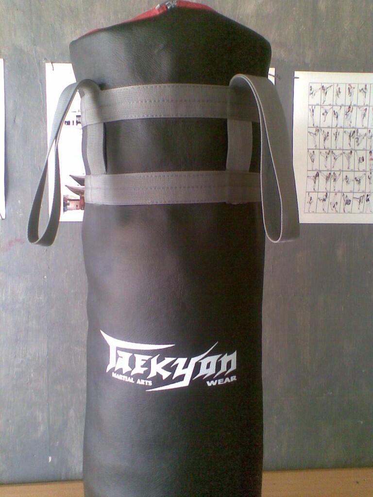 Seragam Tae Kwon Do & Peralatan Latihan (TAEKYON)