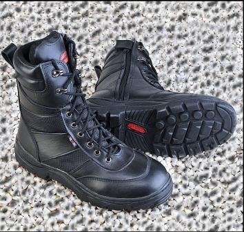 Sepatu Gunung Trekking
