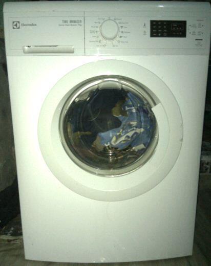dijual mesin cuci belum 1 tahun