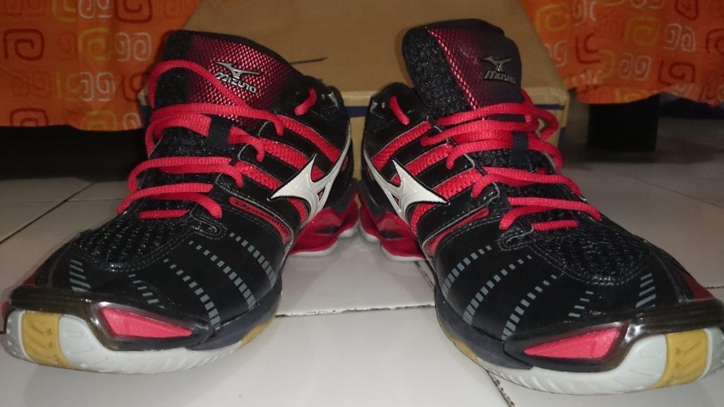 Terjual Sepatu voli mizuno wave tornado 8 ORI merah hitam mulus ... b7fa074b98