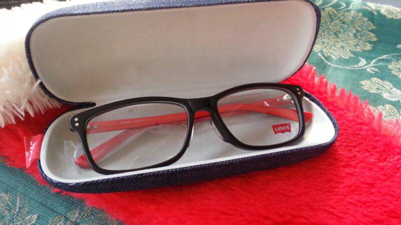 Terjual Frame Kacamata Levis Modern Vintage Black-Red Maroon  f65342c6da