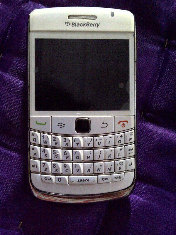 WTS Black Berry Onix 1 (white)