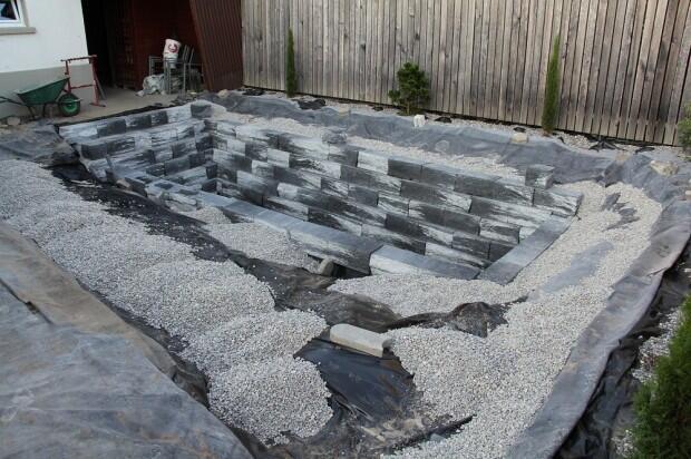 Terlihat Seperti Membuat Kuburan, Apa Yang Pria Ini Lakukan [Amazing]
