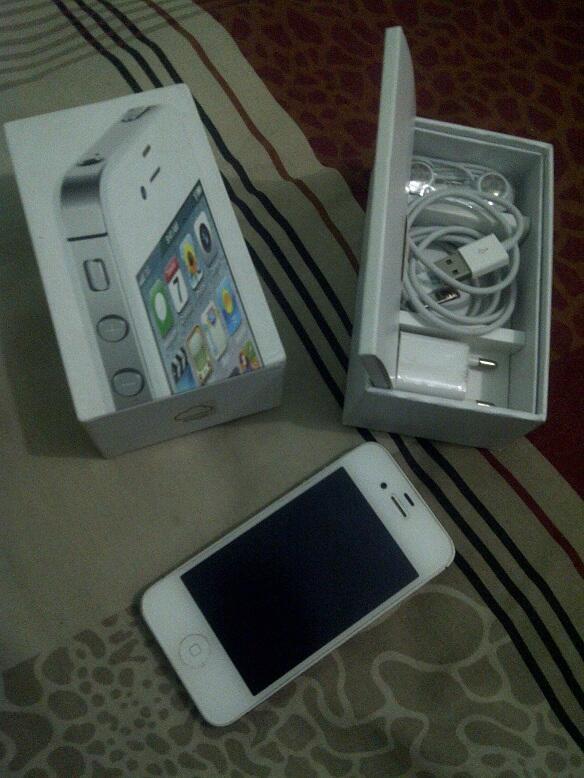 Jual iPhone 4s 32GB Black Super Mulus ! IMEI tembus ! Murmer , COD Bandung !
