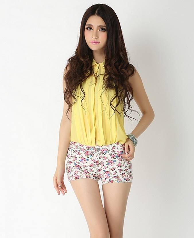 Celana pendek import corak white plum ( hot pants impor )