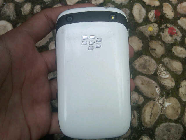 Handphone Blackberry Amstrong 9320 Putih Cakep, Murah Saja