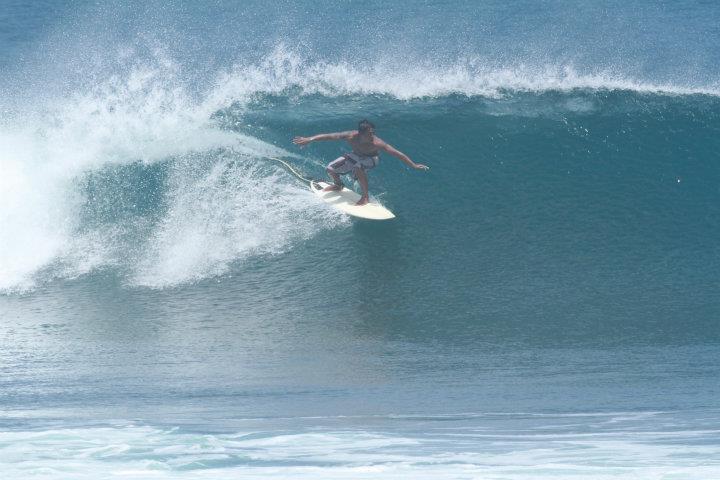 SURF GUIDE/GURU SURFING DI BALI