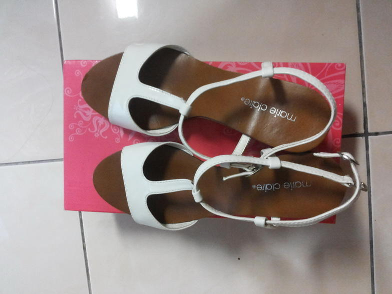 FOR SALE : WEDGES MARIE CLAIRE JARANG PAKAI 150RB