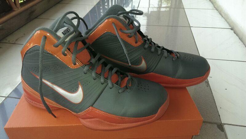 Size 42 sepatu basket ori second murah ... 73fe7c7f4e