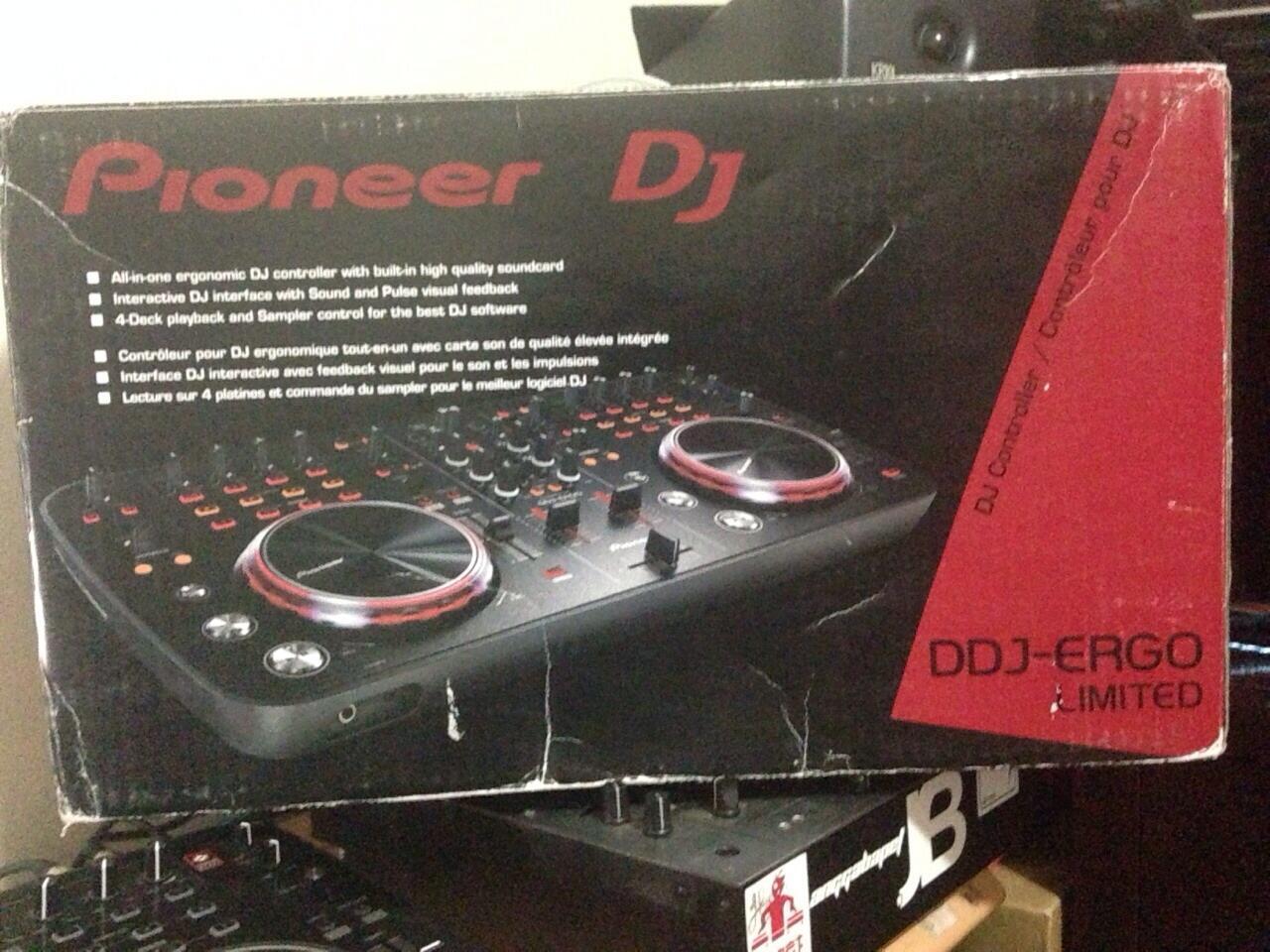 WTS II Pioneer DDJ Ergo-K , Pioneer Headphone HDJ 500-K , Soundcard NI Audio 4