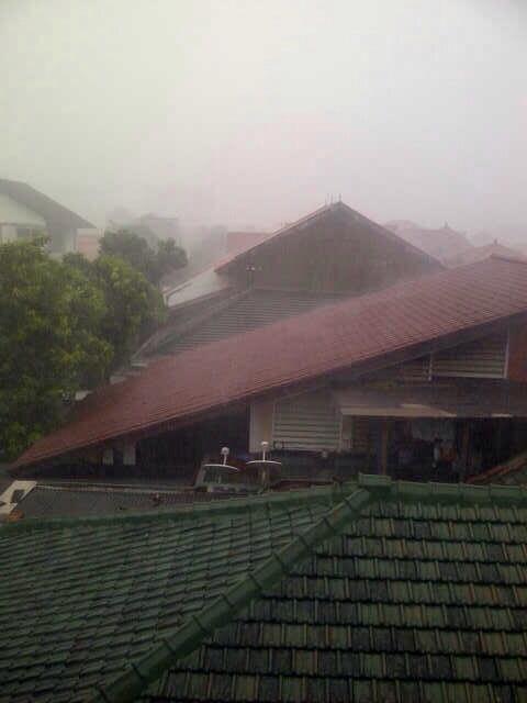 Jakarta Hujan ES gans