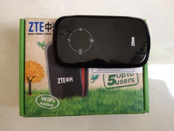 Modem mifi router ZTE AC30 Smartfren