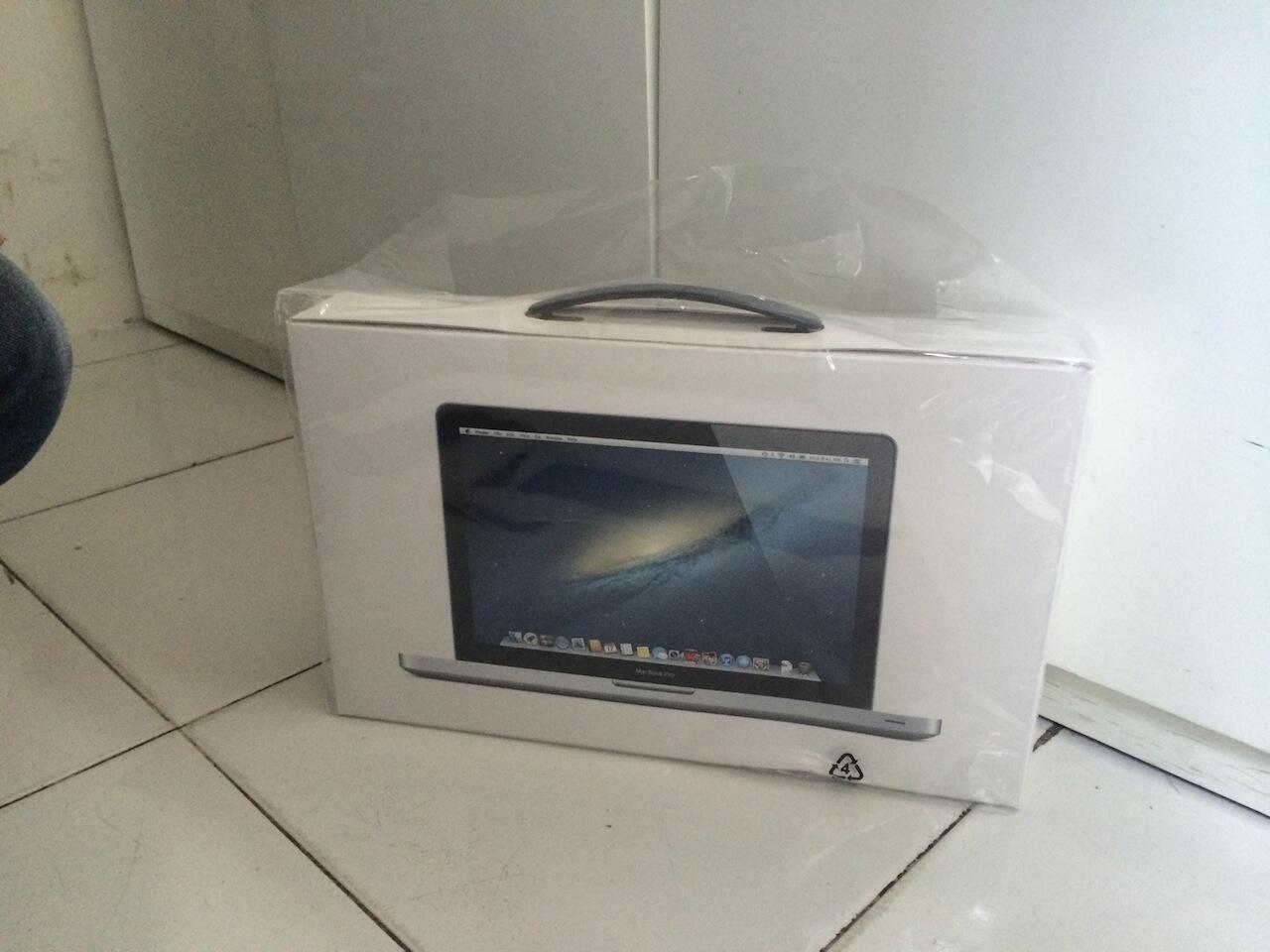 Macbook Pro 13 inch MD101 NEW