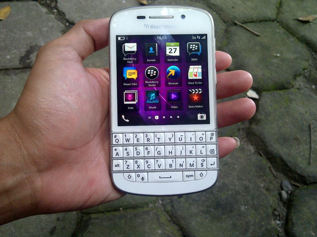 Terjual Blackberry Q10 SQN100-3 4G White Grs 22Bln Murah Rekber Jogjakarta