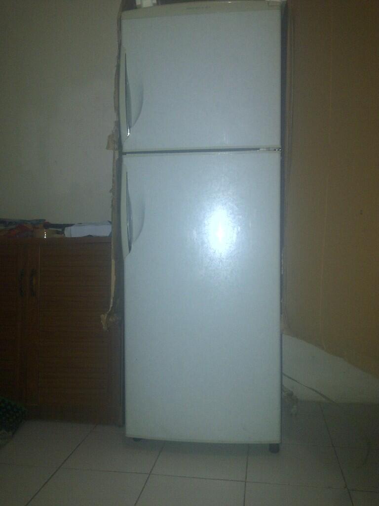 kulkas 2 pintu sanyo apa adanya...bandung