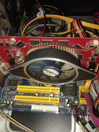 VGA GT9600 512MB DDR3 >> Liat dulu aja