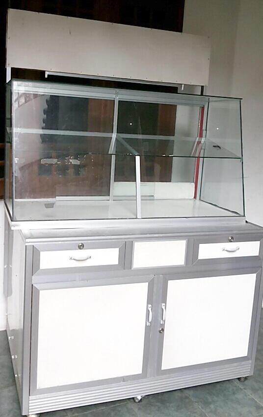 lemari display