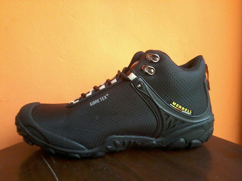 Terjual Sepatu Outdoor Gunung Merrel Gore-Tex (Mid)  f4e82ec3f8