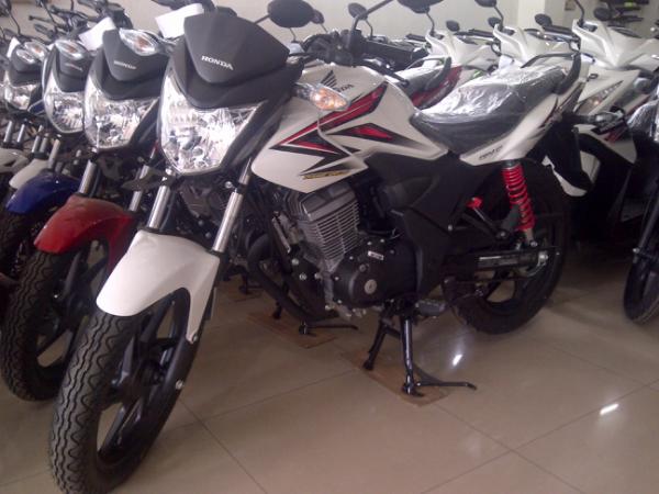 Kredit Motor Honda New Supra X 125 FI / Blade 125 FI / Revo FI Di Bandung Cimahi