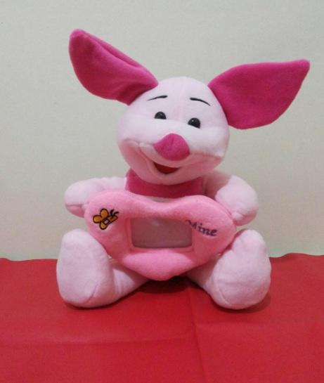 Terjual Boneka Winnie The Pooh dan Piglet (ada bingkainya)  877d76695e