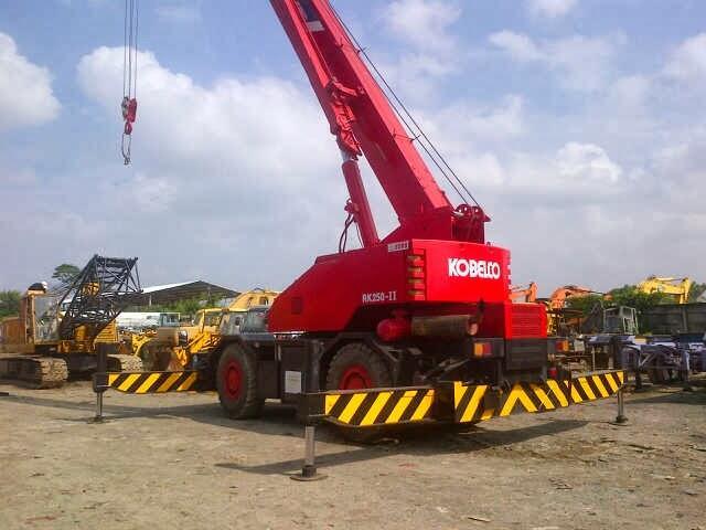 Terjual Rough-Terrain Crane 25 ton Kato dan Kobelco, ex-Singapore