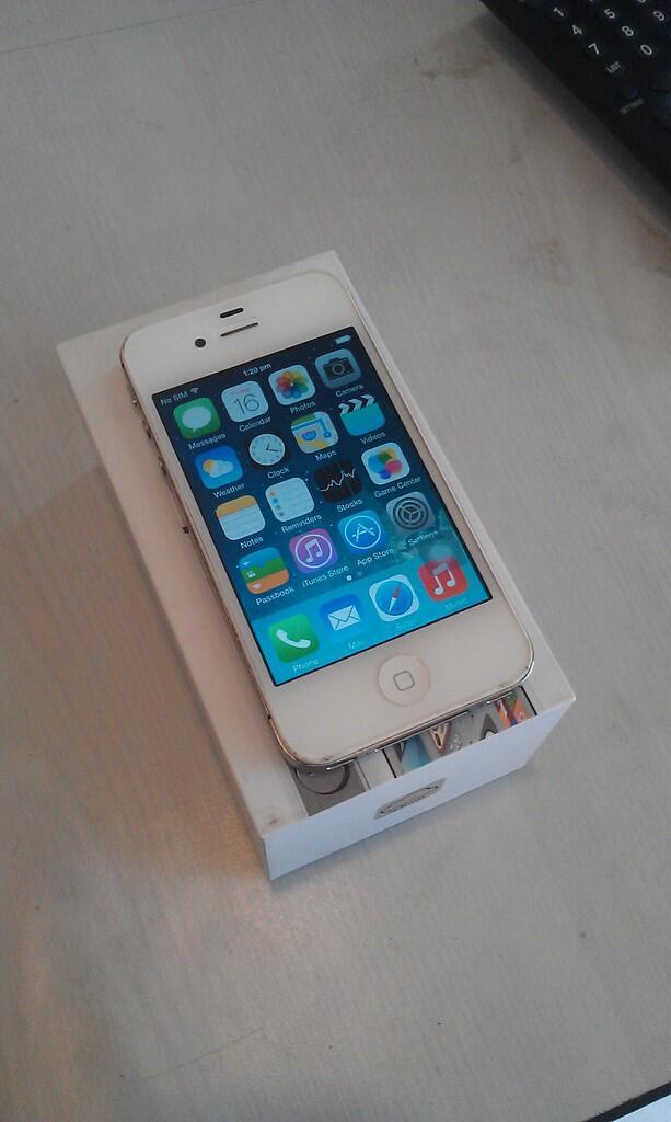 DiJual Apple iPhone 4S GSM White 32 Gb Bagus n Murah