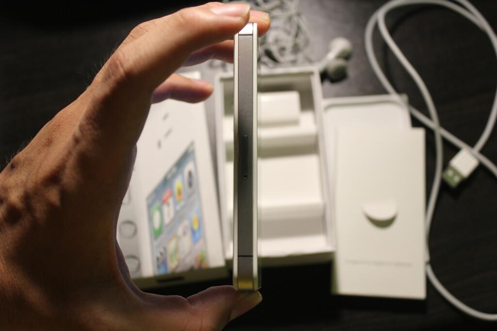 WTS IPHONE 4S 32GB WHITE MULUS COD DEPOK