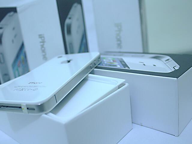 Iphone 4 GSM 32GB Barang Baru d jual MURAH