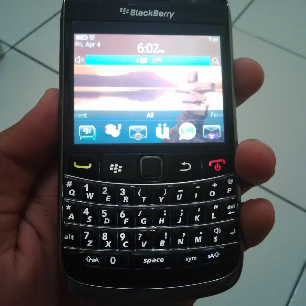 DIJUAL CEPAT ! BLACKBERRY ONYX 9700 MULUS 99% MURAH. JOGJA !