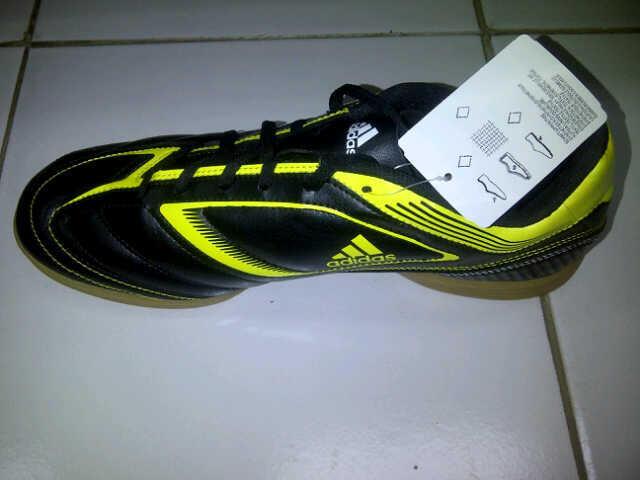 Terjual Sepatu Futsal Adidas Ezeiro IIII IN NEW AND ORIGINAL  0654f47cba