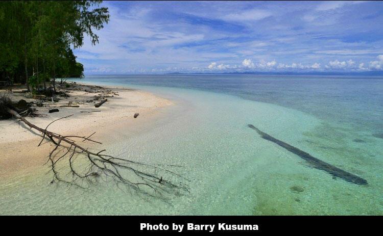 Mios Kon Pulau berbentuk Hati (cinta) di Raja Ampat Papua.
