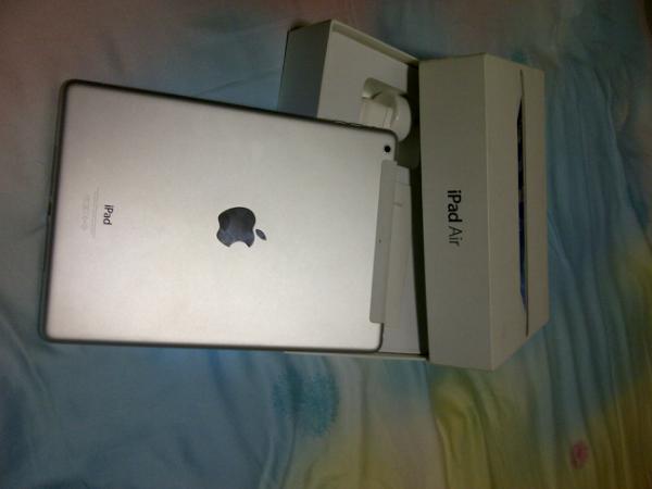 iPad Air Wifi + Cell 32 GB Silver Mulus WIth Keyboard