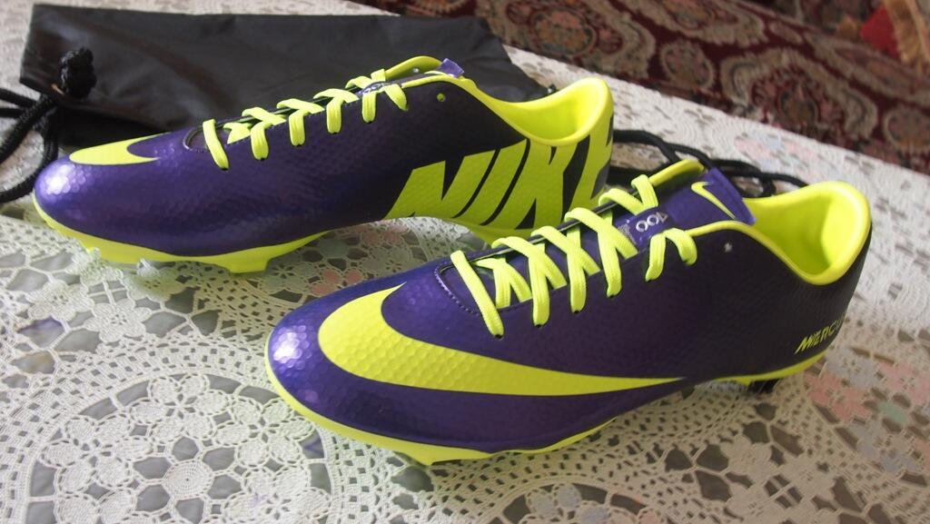 Terjual Sepatu Bola Predator LZ 96aa115cf2