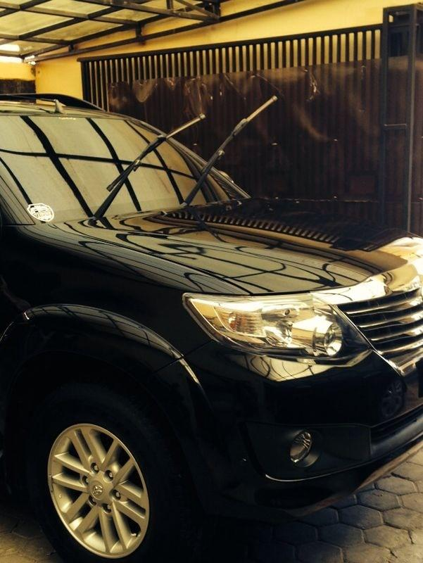 Toyota Fortuner Hitam 2012