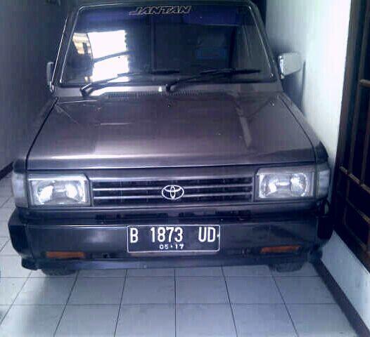 Mobil Toyota kijang jantan Grand Executive 1993