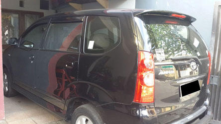 Toyota avanza G manual th 2011 warna hitam