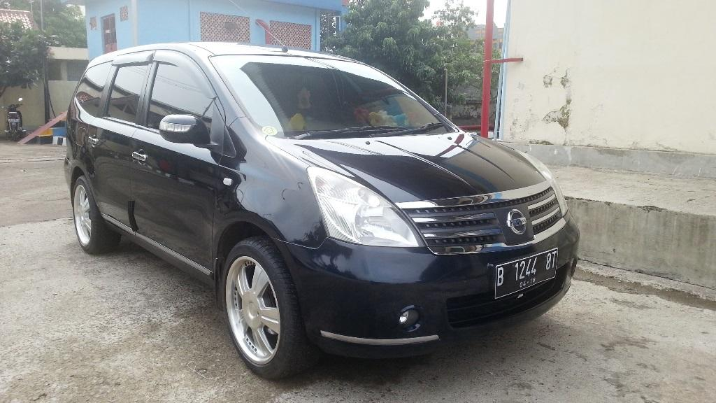 Nissan Grand Livina Ultimate Hitam 2011 - Automatic