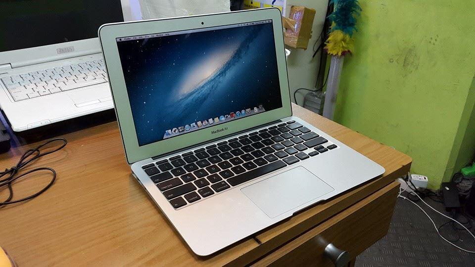 macbook air 11inc mc505 core2duo 1,4ghz MURAH MERIAH MULUS